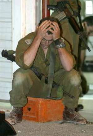 غزّتـــنا تحت النّــار Idf_soldier_mourns